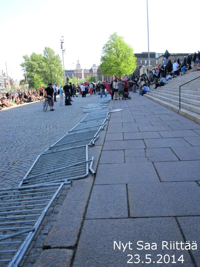 Kaatuvatko viimeinkin? Suomen lukuisat; sisäiset Berliinin muurit?
