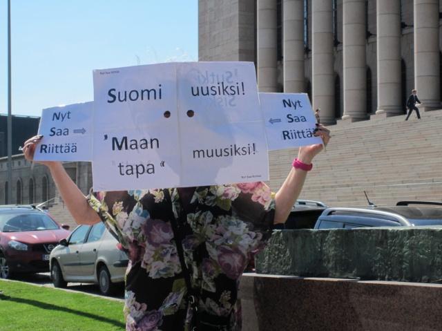 """Kaikuvatko eduskunnan ilmatilaan, todellisia parannuksia vaativat huudot? """"Suomi uusiksi! Maan tapa muusiksi!"""""""